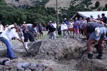 ニュージーランド先住民族マオリの伝統料理ハンギ
