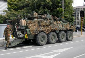 ニュージーランド地震 軍の装甲車