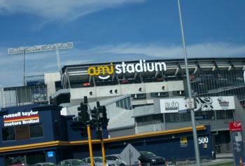 ニュージーランド地震 ワールドカップ開催予定のクライストチャーチのAMIスタジアム