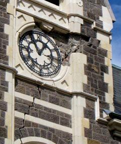 アートセンターの時計は止まったまま