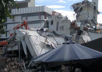 ニュージーランド地震 PGCビル