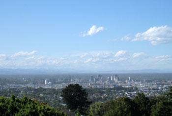 ニュージーランド地震 丘の上から見たクライストチャーチ市街地