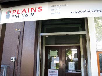 地震後の放送局
