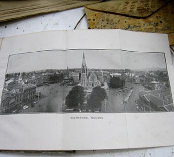 クライストチャーチ大聖堂前で発見されたタイムカプセル
