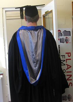 ニュージーランドでは卒業式にローブをきる